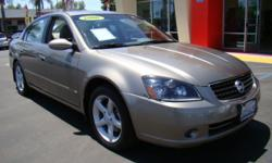 One of the most sought after cars on the road, we have the Altima 3.5 SE and it is loaded! This Altima features the v6 3.5 L engine that it is renowned for, giving you more than enough power while still saving you gas money! In addition, you get a