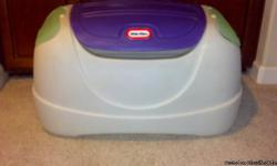 Toy box by Little Tikes. Good condition. Located in Pleasanton.