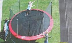 Semi new trampoline $i bought it $480.00 i sell 250.00 good condition call me 6198870241 text ony 6198870284