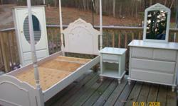 nice twin bed set ,needs some paint and handles.